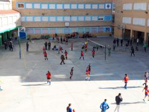 Practicando Baloncesto y  Voleibol en el Colegio Montpellier