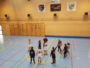 Jugando baloncesto